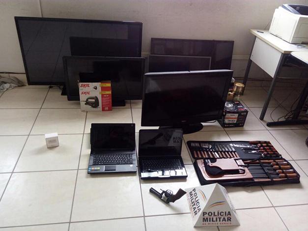 Assaltantes são presos em Inhaúma roubando aparelhos eletrônicos