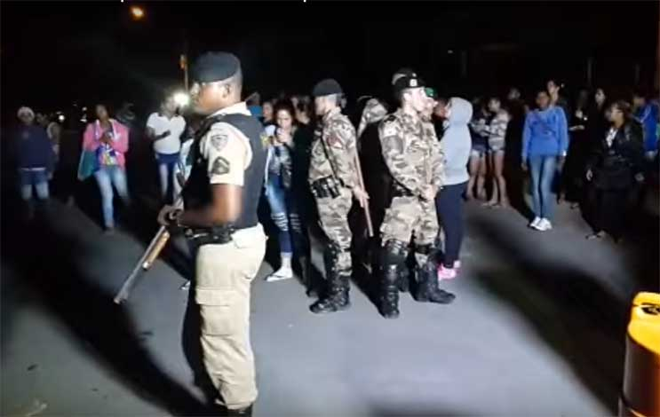 Rebelião em penitenciária termina sem mortos em Ribeirão das Neves