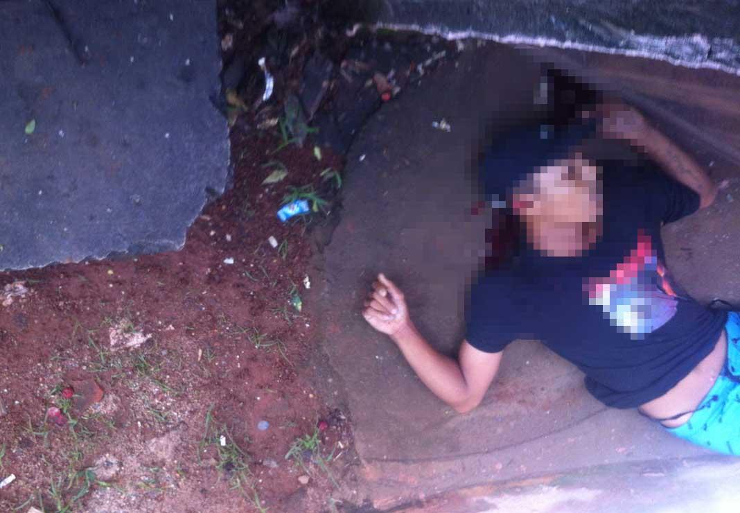 Jovem é morto a tiros em uma residência do Bairro Emília