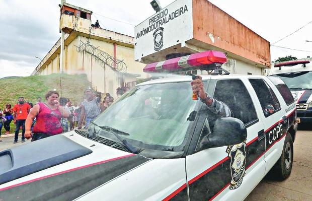 Agentes de presídio ficam em alerta após ameaças de detentos