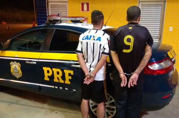 PRF prende foragido e comparsa; Polícia procura autores de homicídio e roubo