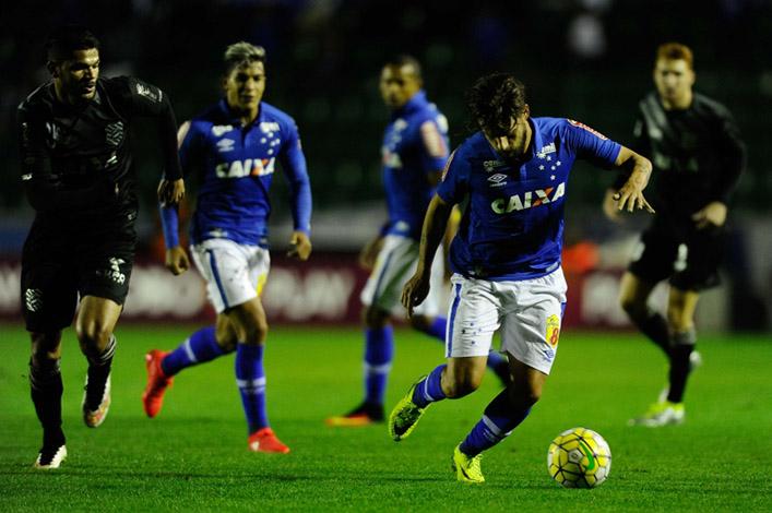 BRASILEIRÃO 2016: Cruzeiro vence Figueirense e ganha fôlego na luta contra o rebaixamento