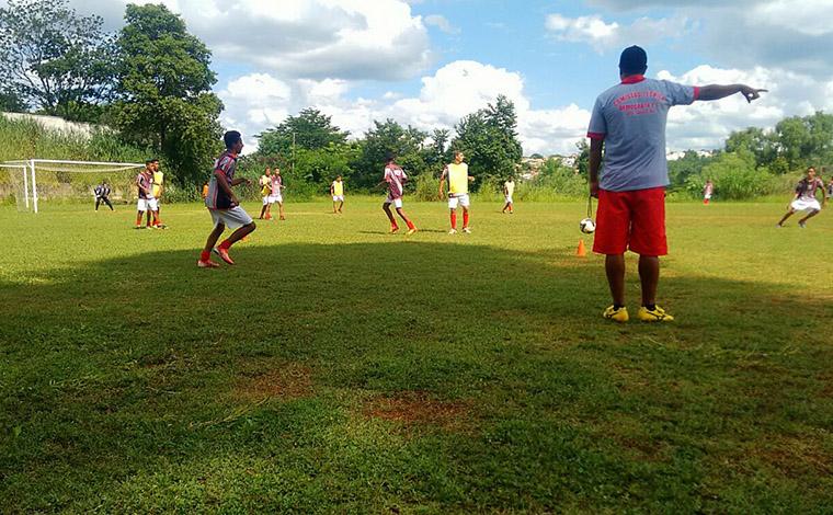Base do Democrata treina visando Campeonato Mineiro, em abril