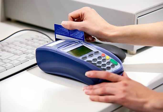 Gastos com juros do cartão de crédito podem cair pela metade