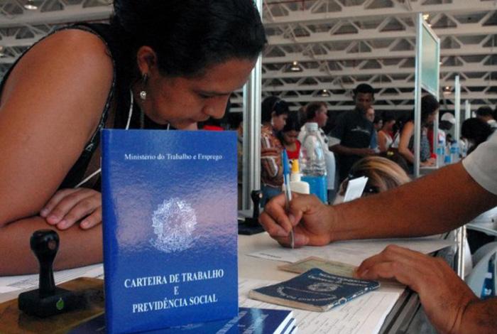 País tem quase 12 milhões de desempregados, diz IBGE