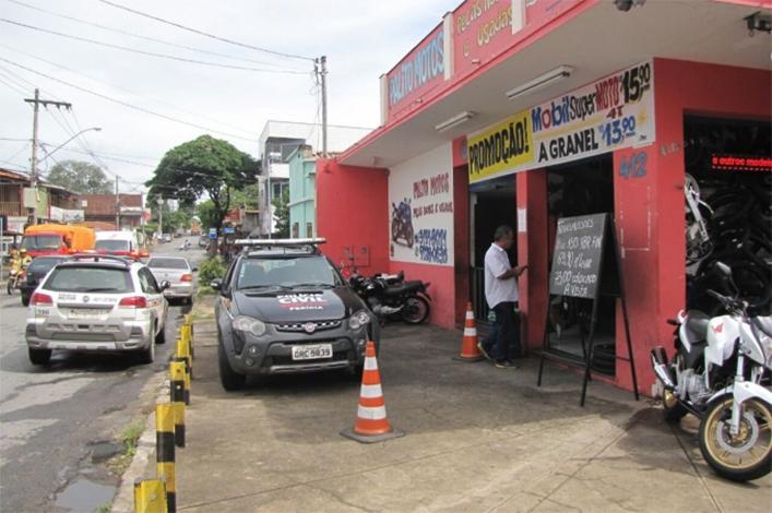 Polícia fecha loja de motos suspeita de comercializar produtos roubados