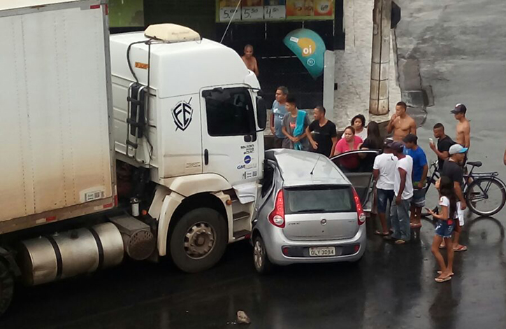 Bombeiros resgatam vítima presa às ferragens em acidente em Sete Lagoas
