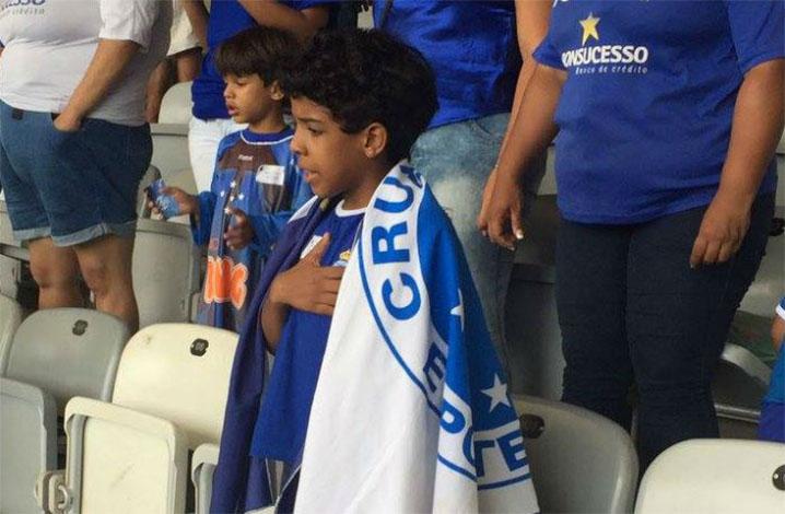 Programa do Cruzeiro leva crianças para assistir aos jogos da tribuna