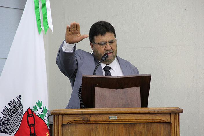 Gilberto Doceiro toma posse do cargo em primeira sessão ordinária do ano