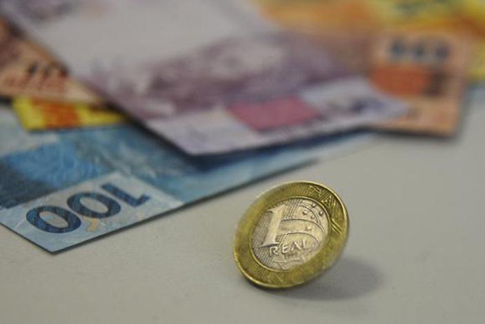 Prefeitura começa a pagar salários atrasados da gestão passada