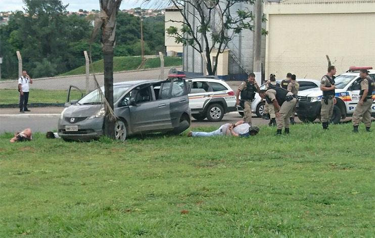 Assaltantes são baleados após tentarem atropelar Militares durante cerco