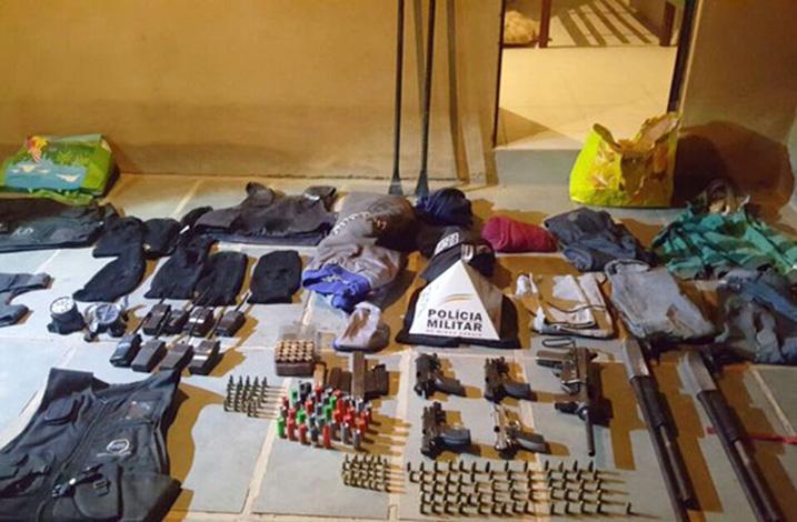 Polícia apreende material que pode pertencer à quadrilha que aterrorizou Felixlândia