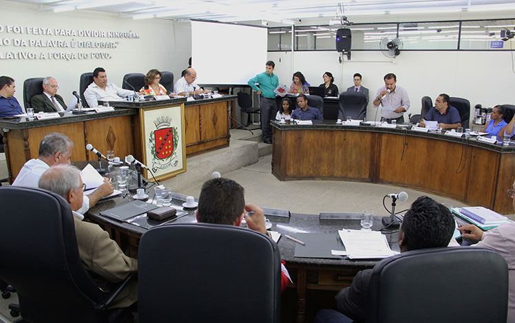 Câmara anuncia Comissões e discute soluções para a Asapac
