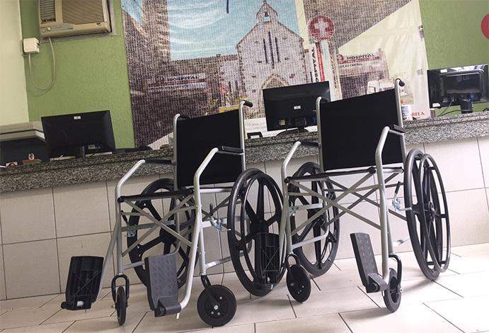 Campanha do lacre e doações rendem cadeiras de rodas para o HNSG