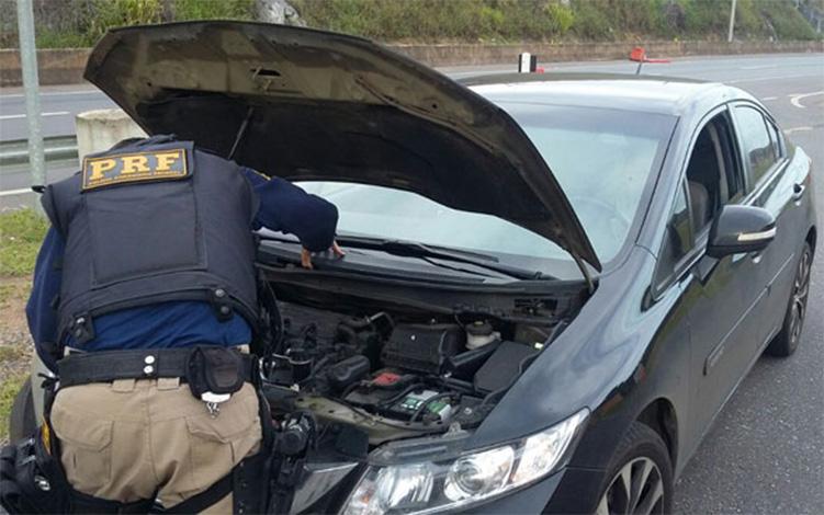 PRF de Sete Lagoas recupera carro roubado e prende homem por receptação