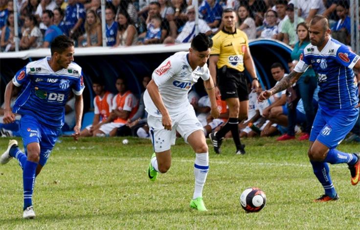 Cruzeiro empata com a URT e jogadores colocam a culpa no gramado