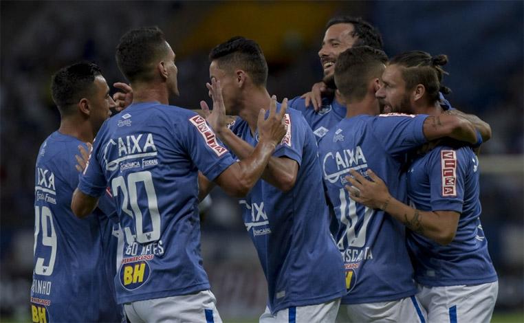 Com quatro de Sóbis, Cruzeiro goleia na estreia de Thiago Neves