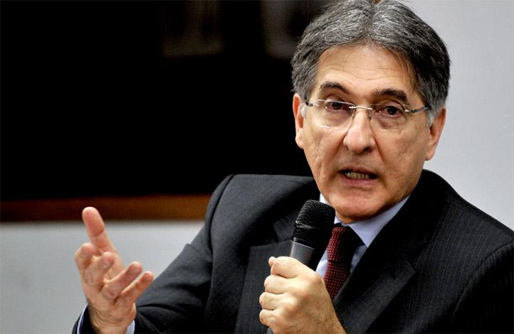Fernando Pimentel tem bens bloqueados pela Justiça
