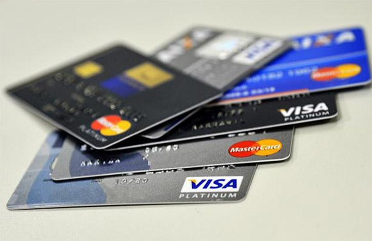 Taxa do rotativo do cartão de crédito chega a 486,8% e bate recorde