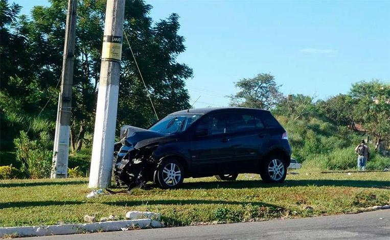 Motorista passa mal ao volante e bate o carro na MG 424