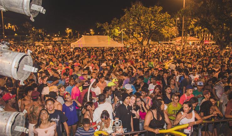 Na maratona da folia, público comparece ao Parque Náutico da Boa Vista