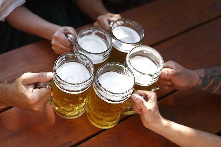 Fhemig faz alerta para abuso de bebidas alcoólicas durante o Carnaval