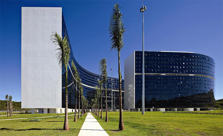Cidade administrativa pode ser vendida por R$ 2 bilhões, de acordo com Pimentel