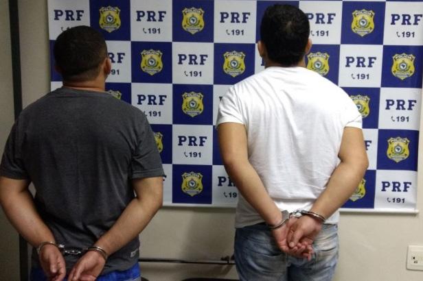 Irmãos traficantes são presos com 1 kg de pasta base de cocaína na BR 040