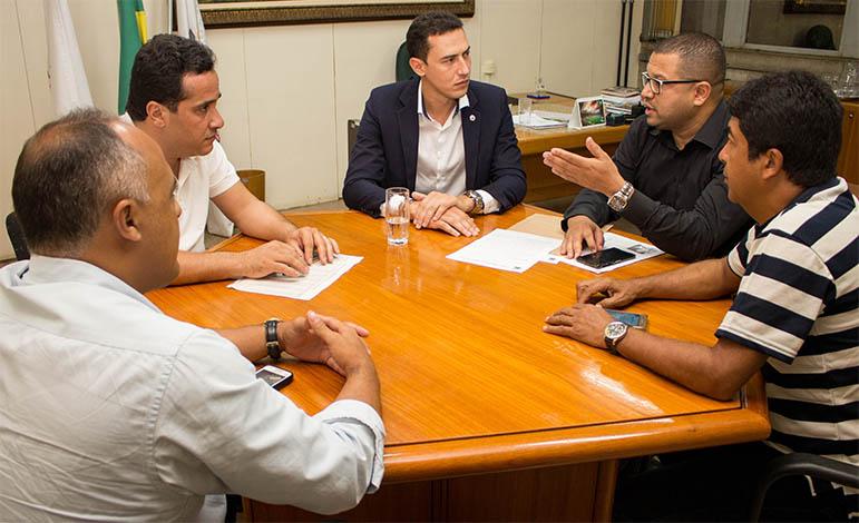 Douglas Melo promove série de reuniões com lideranças regionais
