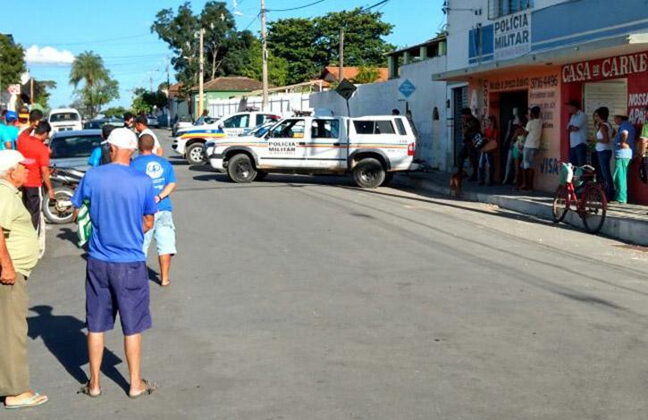 b454a55da14 ... Foto  Via Whatsapp - Quatro bandidos foram presos em Inhaúma quando se  preparavam para assaltar