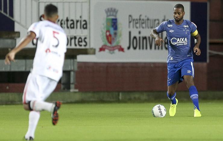 Na volta de Dedé, Cruzeiro não sai do zero com o Joinville