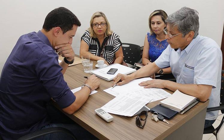 Douglas Melo se reúne com diretoria da Apae para ouvir demandas da entidade