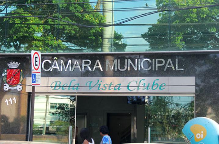 Câmara demite funcionário acusado de articular esquema de desvios de verbas