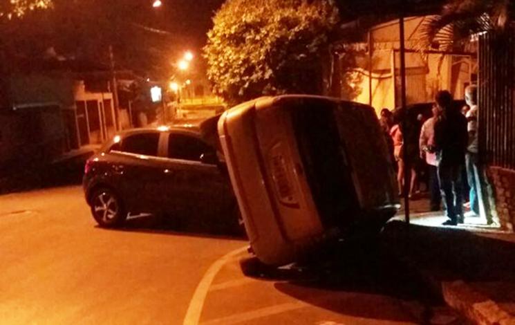 Giro Policial - Motorista avança parada obrigatória e provoca acidente no Centro