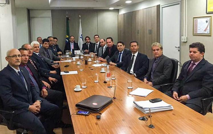 Prefeitos e Douglas Melo vão a Brasília solicitar recursos para a Cismisel