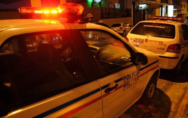 Bandidos invadem residência no São Geraldo e ameaçam matar bebê