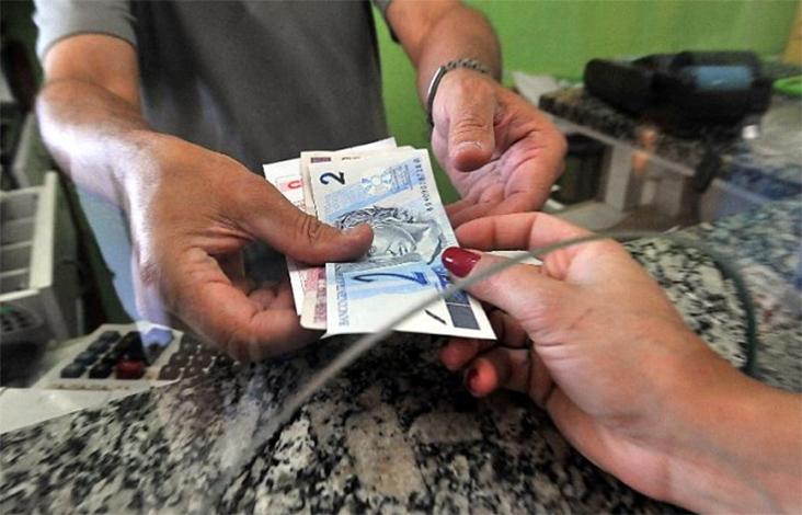 Governo propõe salário mínimo de R$ 979,00 para o ano que vem