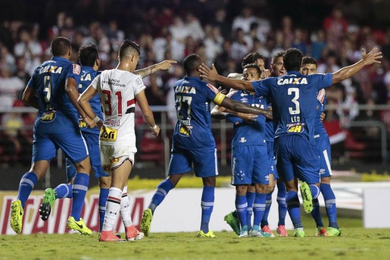 Cruzeiro faz 2x0 fora de casa e coloca São Paulo em situação difícil