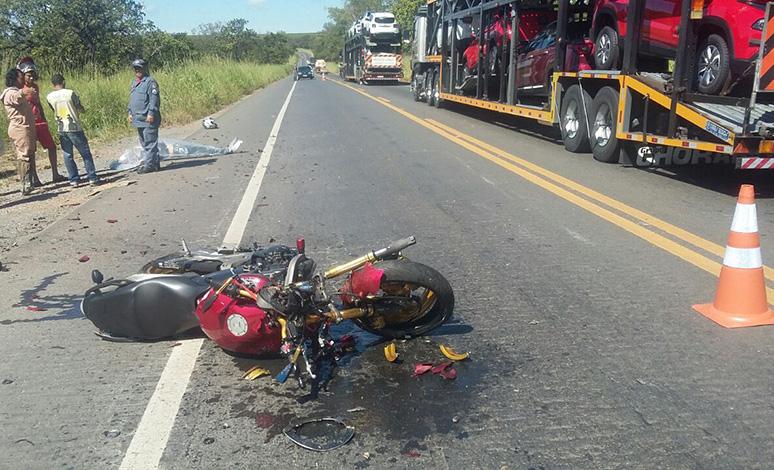Batida entre moto e caminhonete deixa uma pessoa morta em Curvelo