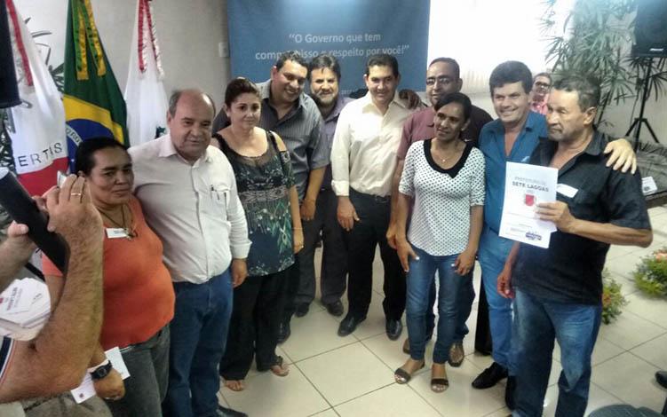 Prefeitura entrega mais de 100 escrituras em Programa de Regularização Fundiária