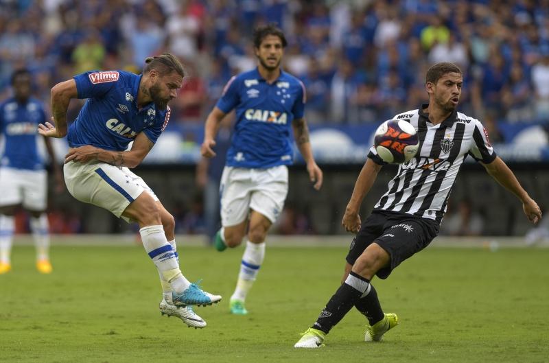 Cruzeiro e Atlético empatam primeiro clássico da decisão do Mineiro