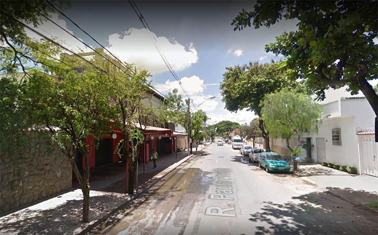 Bandidos armados invadem churrascaria e assaltam clientes