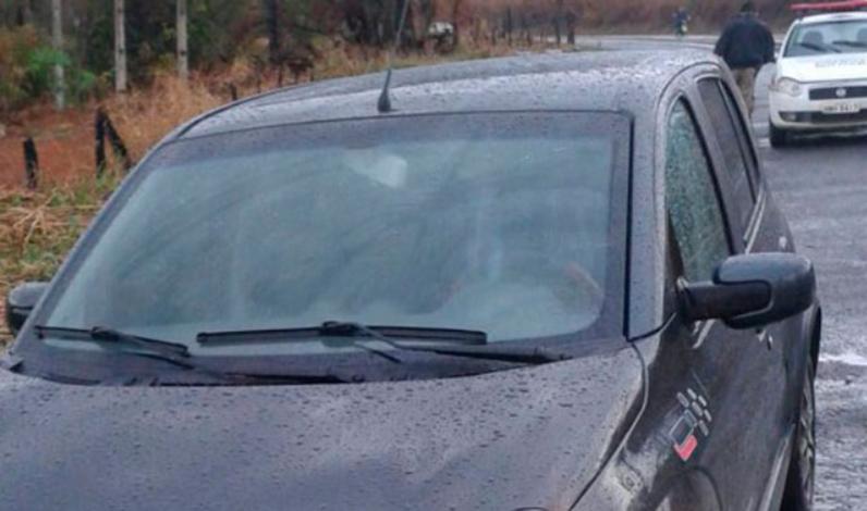 Polícia Militar recupera carro roubado em Sete Lagoas