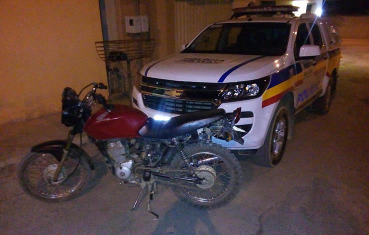 Polícia prende em Baldim dupla com moto roubada e adulterada