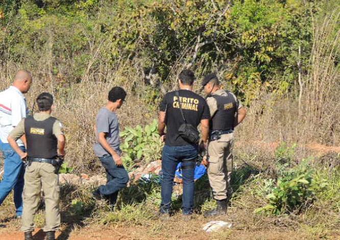 Homem é encontrado morto com um tiro na cabeça em via próxima ao presídio