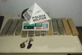 PM prende suspeitos de roubo e tráfico de drogas em Neves