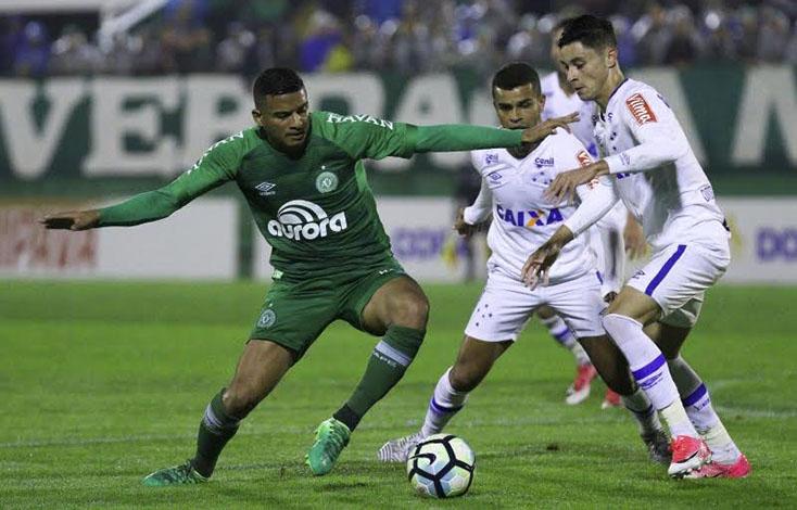Apesar de atuação fraca, Cruzeiro se classifica às quartas da Copa do Brasil