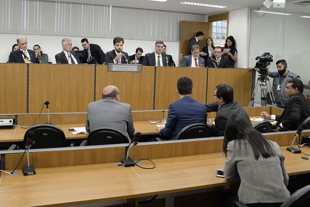Parlamentares querem cruzamento de contas entre estados e União
