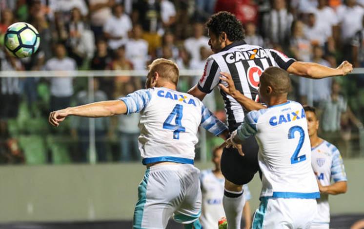 Galo vence a primeira no Brasileirão e deixa a zona de rebaixamento