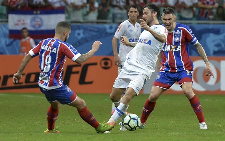 Cruzeiro sofre com um jogador a menos desde o início e perde para o Bahia
